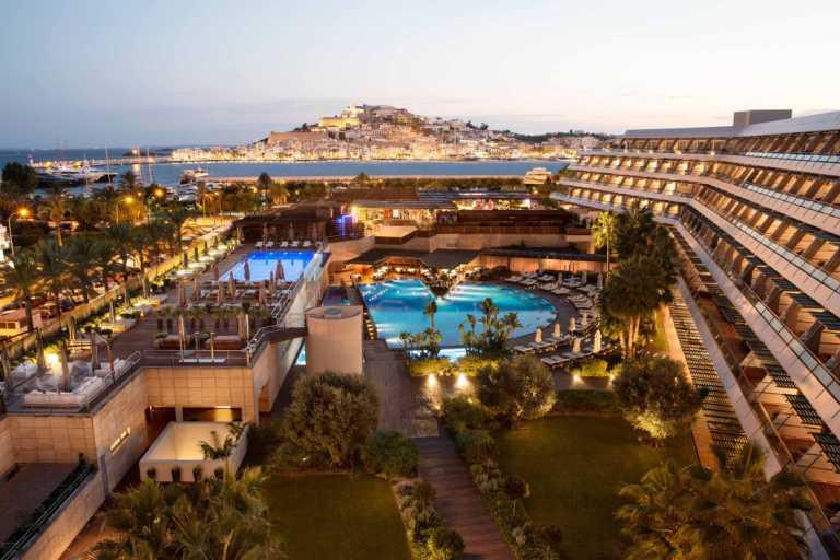 El verano despierta en el primer hotel 5 estrellas Gran Lujo de Ibiza