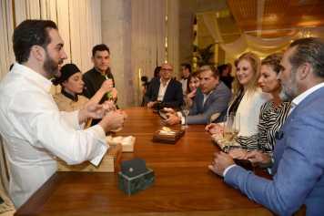 Los cocineros departieron con los invitados.