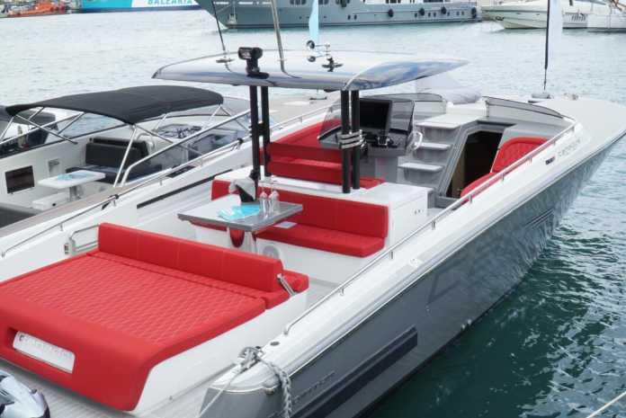 Este precioso barco de la marca Canados, una de las sensaciones de Smart Charter Ibiza para la temporada.