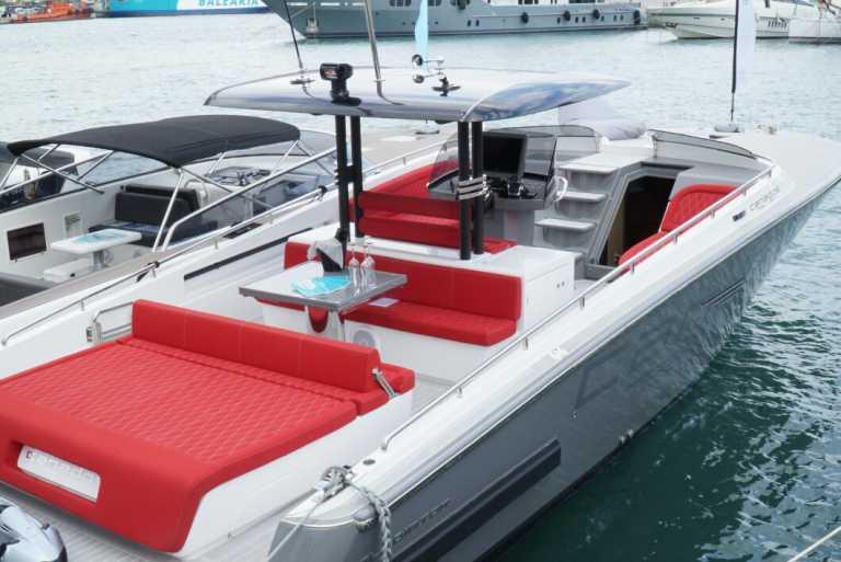 Navegar por aguas de Ibiza con todas las ventajas