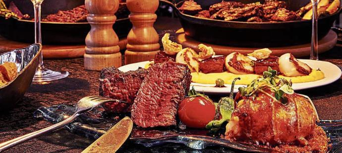 Carne curada en sal del Himalaya en Montauk Steak House, el restaurante de Ushuaïa Ibiza Beach Hotel