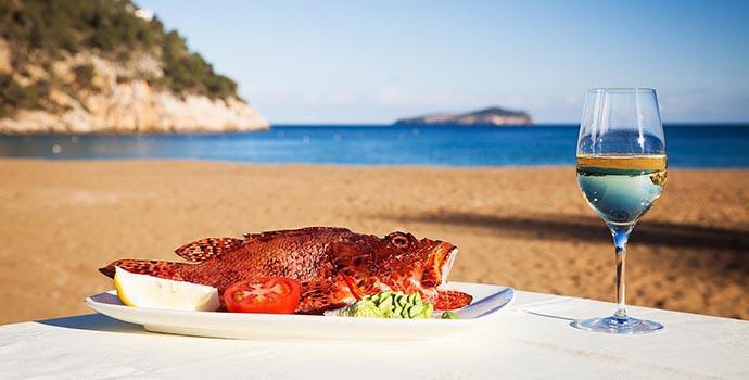 Gastronomía y tradición ibicenca en restaurante Can Gat