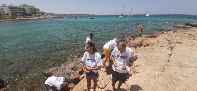 Una iniciativa para mantener limpias  las playas ibicencas