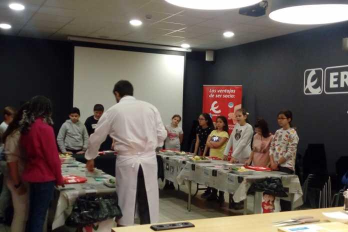 Un grupo de estudiantes durante una de las sesiones de la escuela de alimentación.