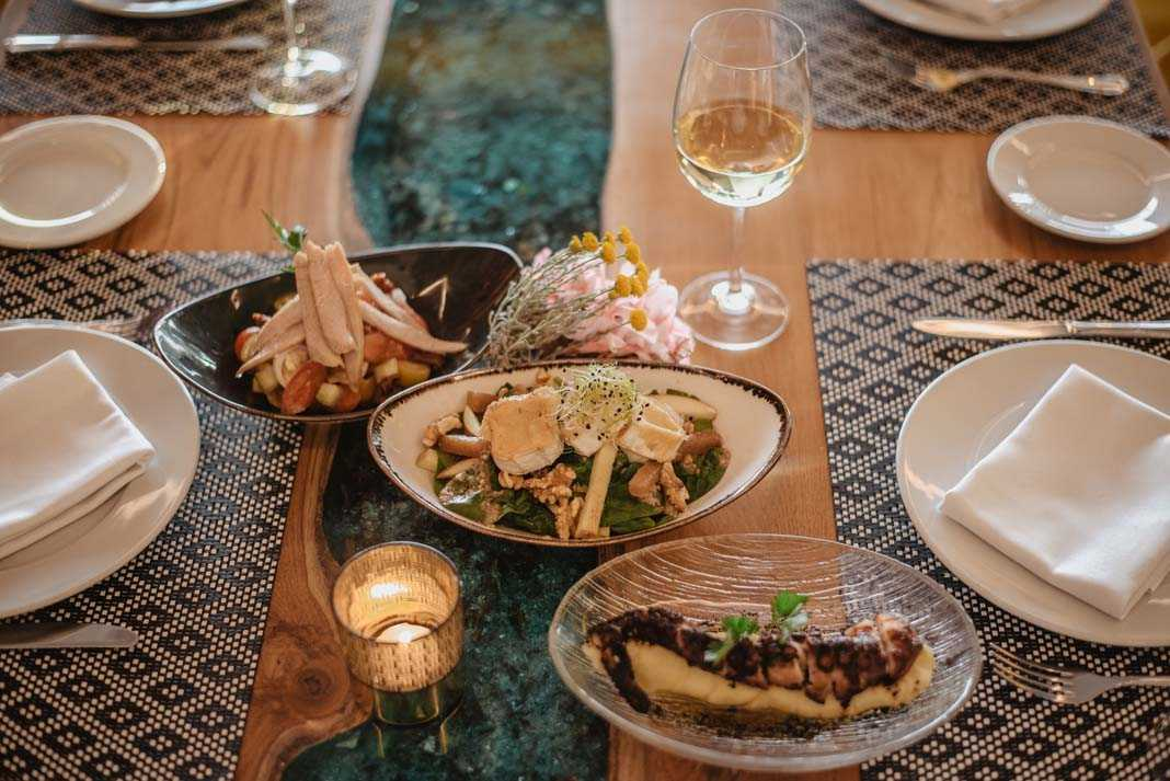 La Decoración exclusiva y excelente servicio en el Restaurante Corso. exclusiva y el impecable trato del personal son algunas de las características de este local.