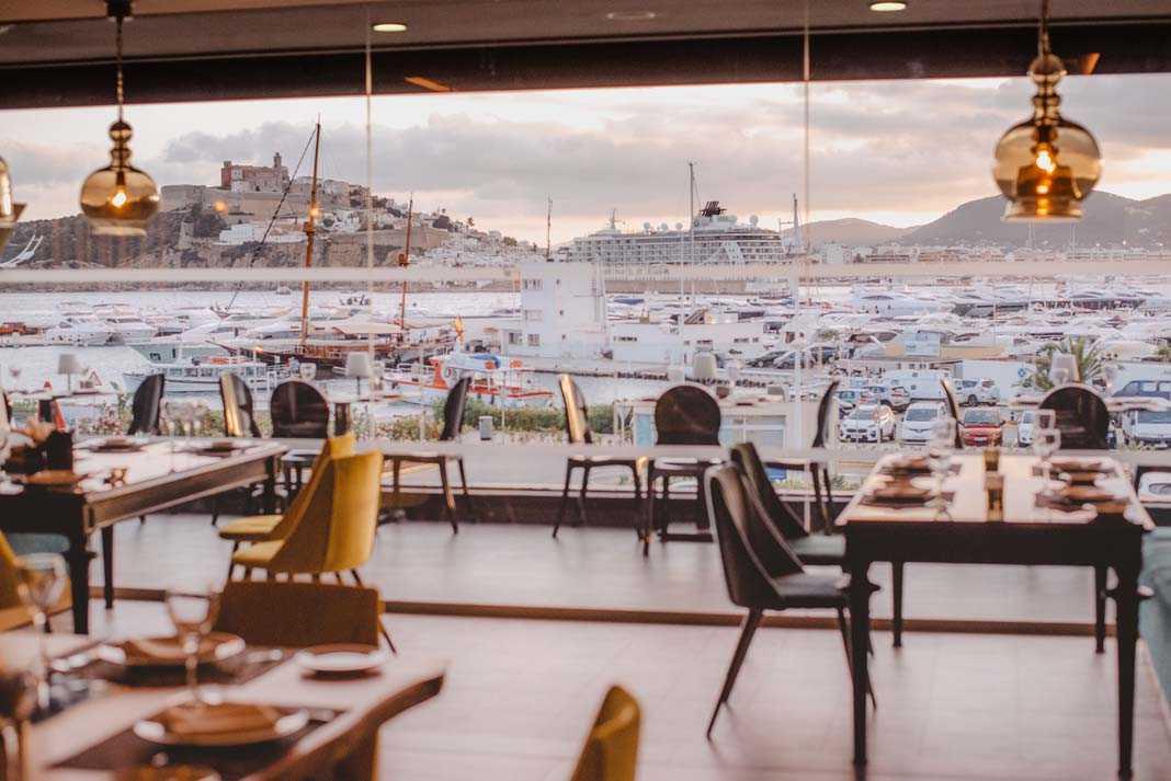 Decoración exclusiva y un delicioso menú posidonia en el Restaurante Corso.