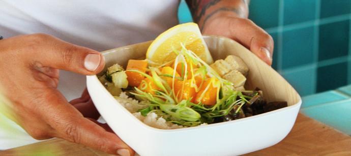 Coloridos 'bowls' de la huerta en Ibiza