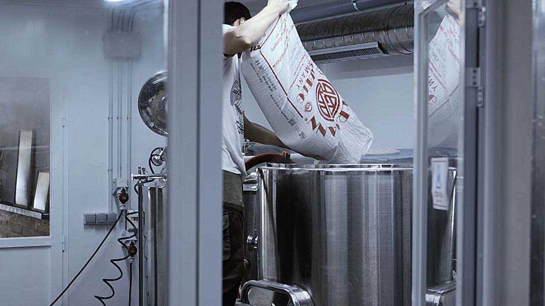 Las cervezas artesanales se carazterizan por la calidad de los productos que se emplean en su elaboración. Foto: Ibosim