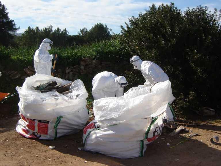 Ca Na Negreta retira el amianto con seguridad