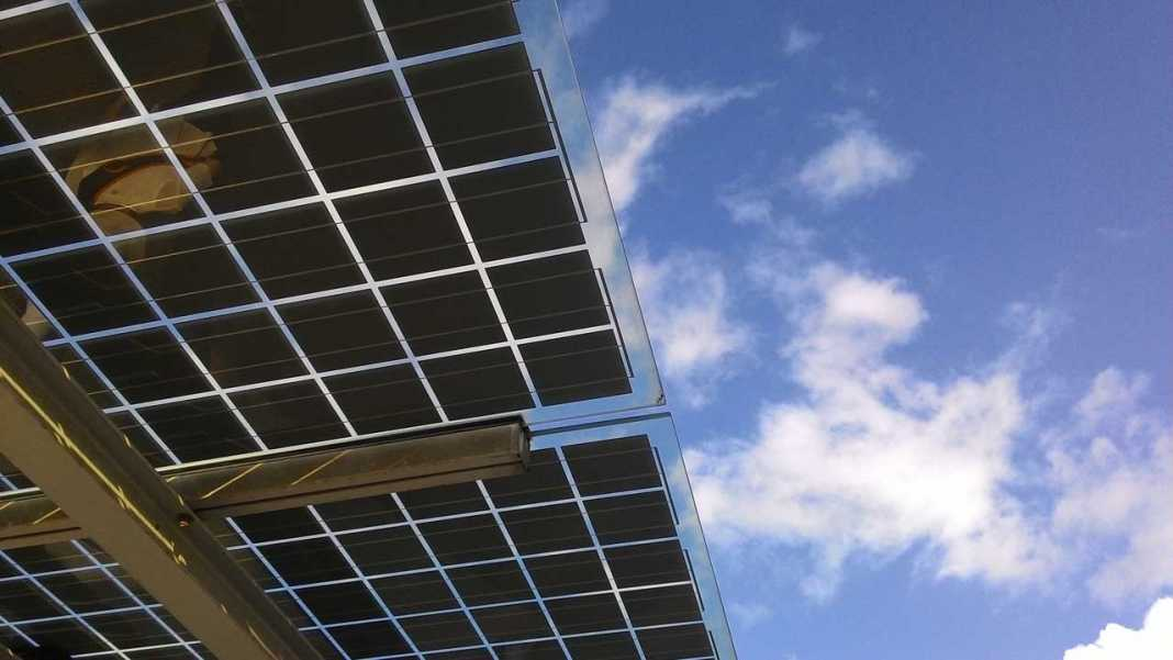 Instalación de placas solares fotovoltaicas.