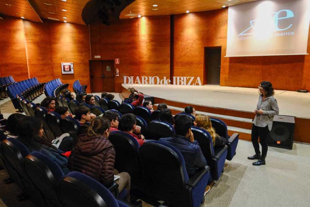 Tras la visita a la redacción, una proyección en el Club Diario. SERGIO G. CAÑIZARES
