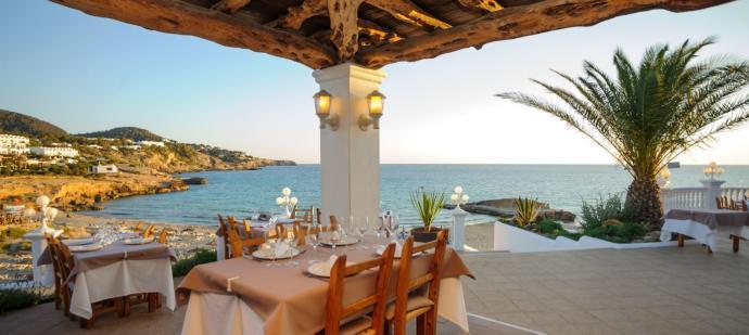 Delicias al más puro estilo mediterráneo con vistas increíbles a Cala Tarida