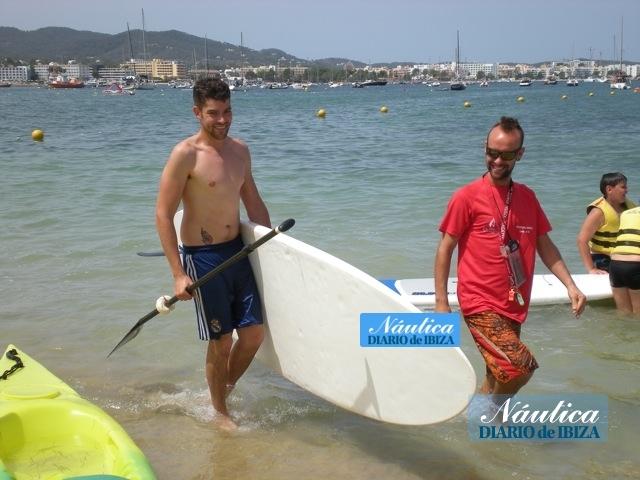 Por una cuota mensual se puede disfrutar del paddle surf todos los días