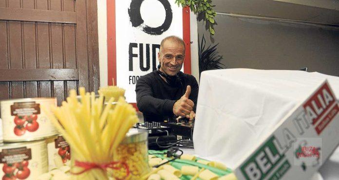 Italia fue el topic gastronómico de la última edición de FUDE, amenizada por el dj Carlos Jurado (en la imagen). | Gabi Vázquez