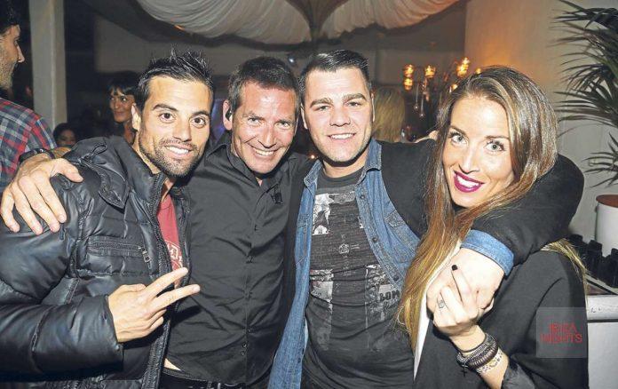 Dani Curreu (izda) y Fonsi Nieto (centro) en la fiesta Vintage. | VITORINO