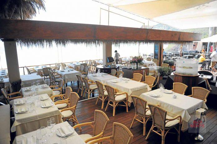 [:es]Espectacular terraza abierta al mar de Ses Salines[:en]Spectacular open terrace sea of Ses Salines.[:]
