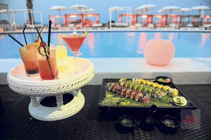 Cócteles y 'sushi' para recibir la noche.