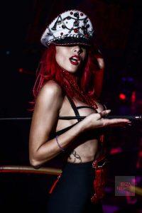 Belleza y sensualidad y un color, el rojo.