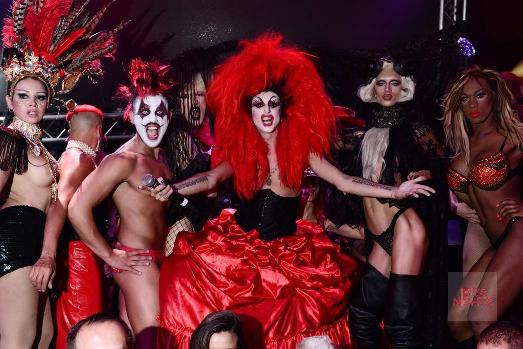 [:es]Excentricidad y diversión la Troya es una fiesta.[:en]Troya eccentricity and fun is a party.[:]