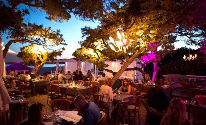 Blue Marlin Ibiza, un lugar perfecto para una velada bajo la luz de las estrellas.