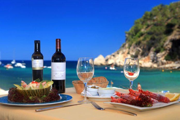 El restaurante se encuentra situado a pie de playa.
