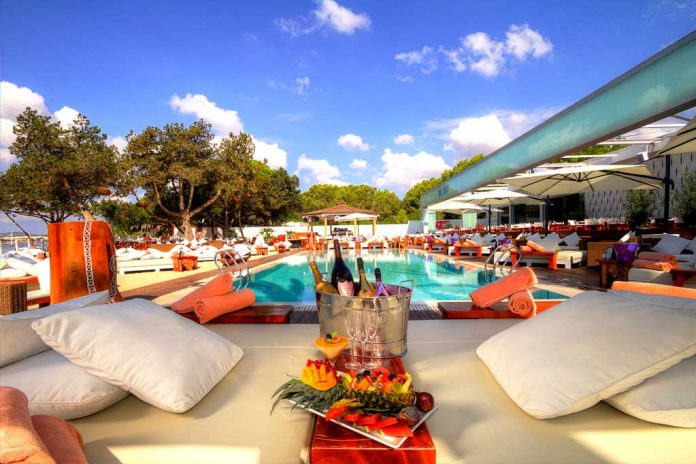 [:es]Espectacular vista de Nikki Beach, un ambiente único.[:en]Spectacular view of Nikki Beach, a unique atmosphere.[:]