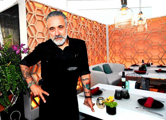 Sergi Arola en un rincón de su restaurante franquicia Vi Cool en el Hotel Aguas de Ibiza.