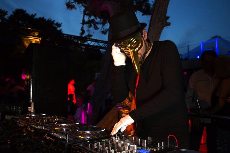 Claptone, el hombre de la máscara actúa hoy. MAR TORRES