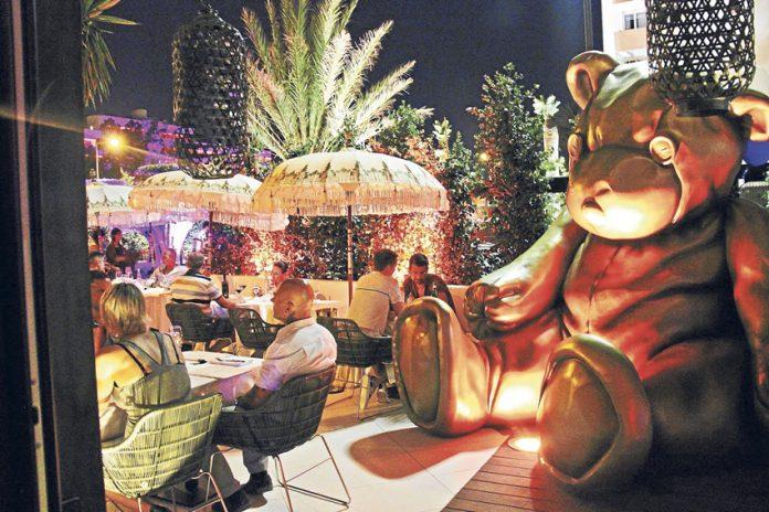 Panorámica de la terraza del restaurante Orso. D.I.