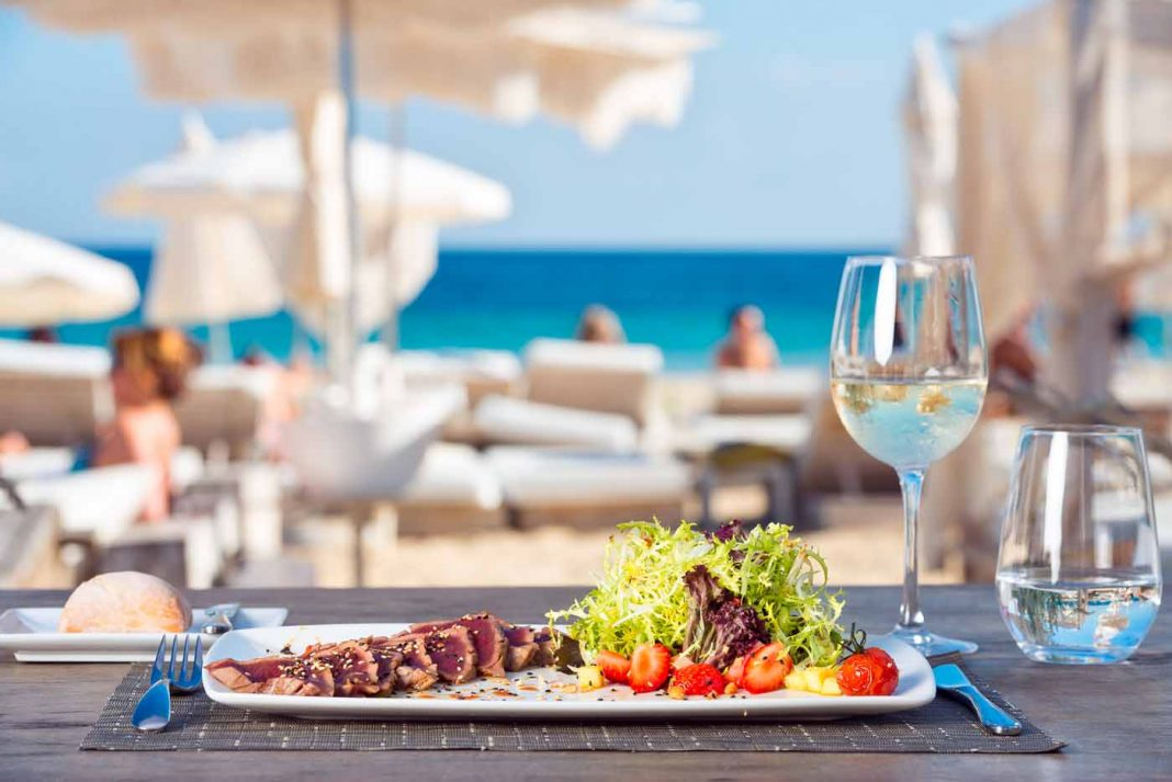 Todo listo para comer en Ushuaïa Ibiza Beach Club.