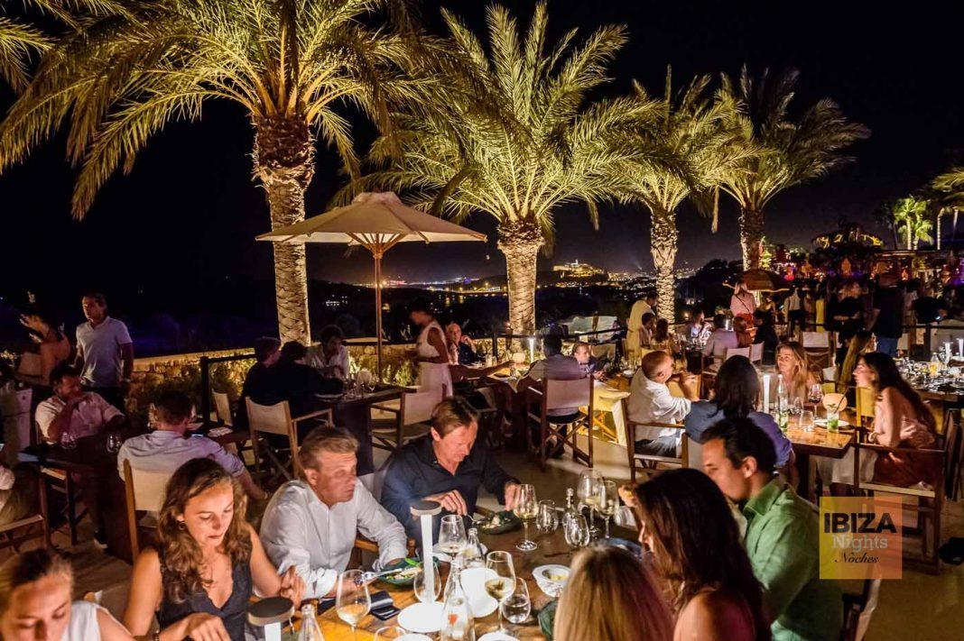 La gastronomía de Modest, hilo conductor en las noches de Destino. El 7 de octubre, última noche de música electrónica en el 'resort'.