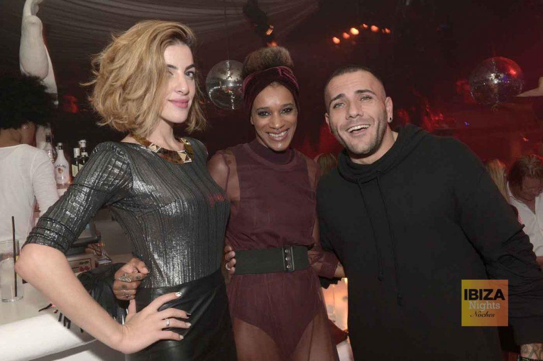 Flor, Moni y Giorgio, el pasado fin de semana en la discoteca.