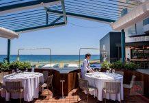 El restaurante Tatel cuenta con una ubicación privilegiada en primera línea de Platja d'en Bossa. d. i.