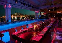 Vistas sublimes, alta gastronomía mediterránea, música y espectáculo maridan perfectamente en Lío Ibiza. lLío Ibiza