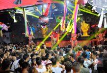 La decoración y puesta en escena de esta fiesta de La Troya está inspirada en Brasil. Foto: Gabi Vázquez