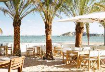 Restaurante Chambao, Hotel Nobu Ibiza Bay. Algunas mesas en la arena. Foto: Nobu Hotel