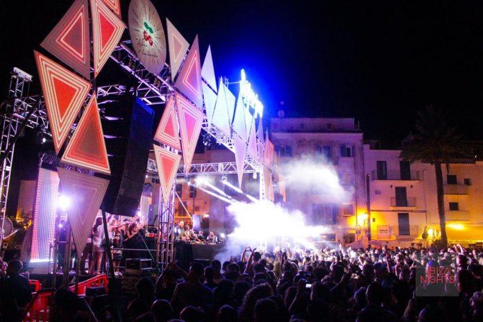 El festivalesco escenario en el que actuó Solumun en el puerto de Ibiza. Foto: Jesus Sierra