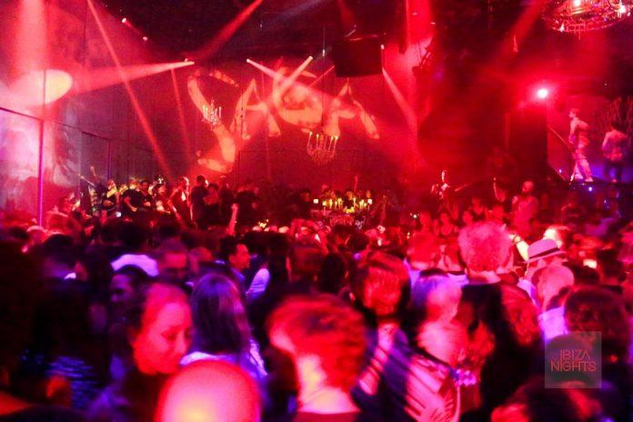Saga closing party Heart Ibiza 24-09-2017. La sala estuvo llena hasta el último disco de Bedouin. Foto: Jesus Sierra