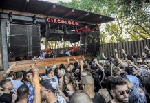 Clubbers internacionales aclaman al dj durante su actuación. Fotos: Gabriel Vázquez