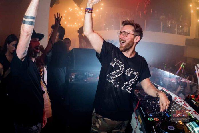 El dj se siente en casa en Pacha Ibiza y así se lo transmite al público. Fotos: Jonatan Ferrer