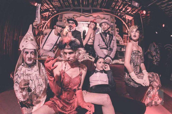 Saga, la fiesta de los domingos que transporta al público a otra época gracias a sus sofisticados ritmos hipnóticos. Fotos: Heart Ibiza