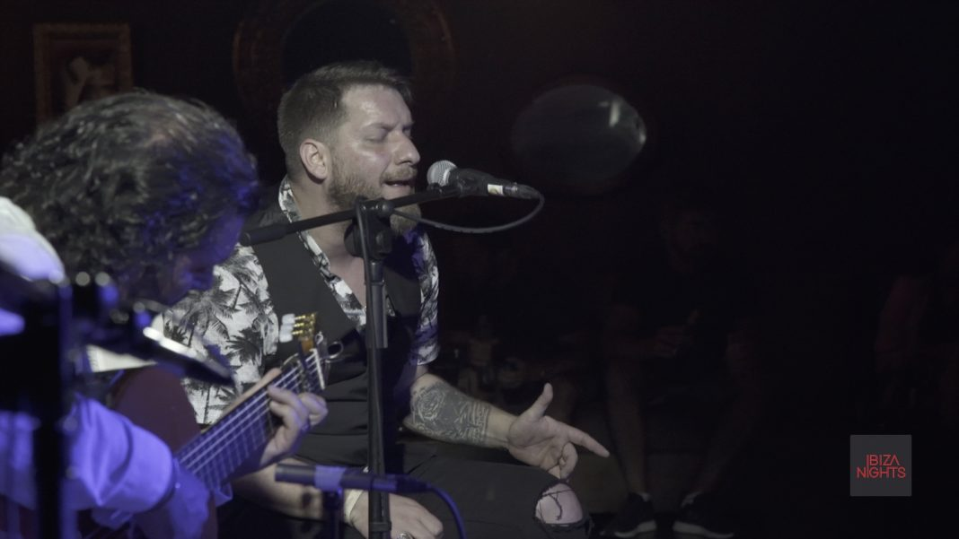 Josemi Carmona y Saúl Quirós, guitarra y voz al unísono.