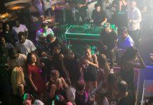 El público pudo disfrutar de una deliciosa cena tras la cual comenzó la apertura de Backstage. Foto: STK Ibiza