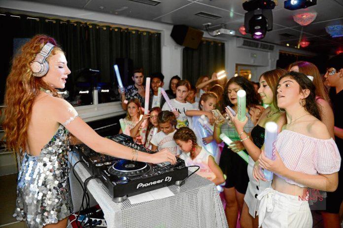 dj Chloe Jane. con solo 15 años, compone y toca sus propios temas. Foto: Gabi Vázquez