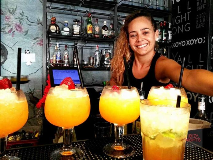 Dos cócteles, combinados o cervezas por el precio de uno. Foto: Karina Sayas