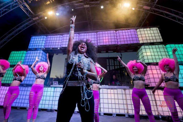 Energía y fuerza sobre el escenario con Bárbara Tucker. Foto: HRH