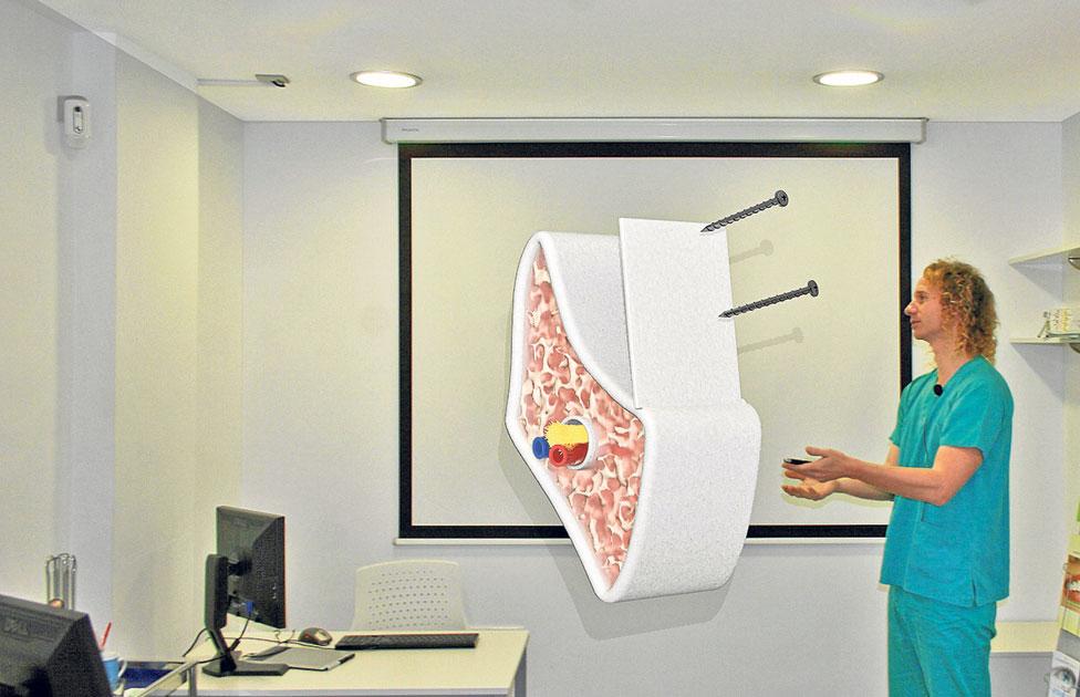 El Dr. Fernández en una demostración de realidad aumentada y 3D tracking.