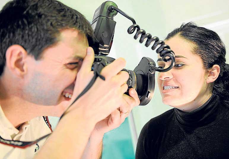 Fotografian al paciente para alcanzar una estética perfecta.