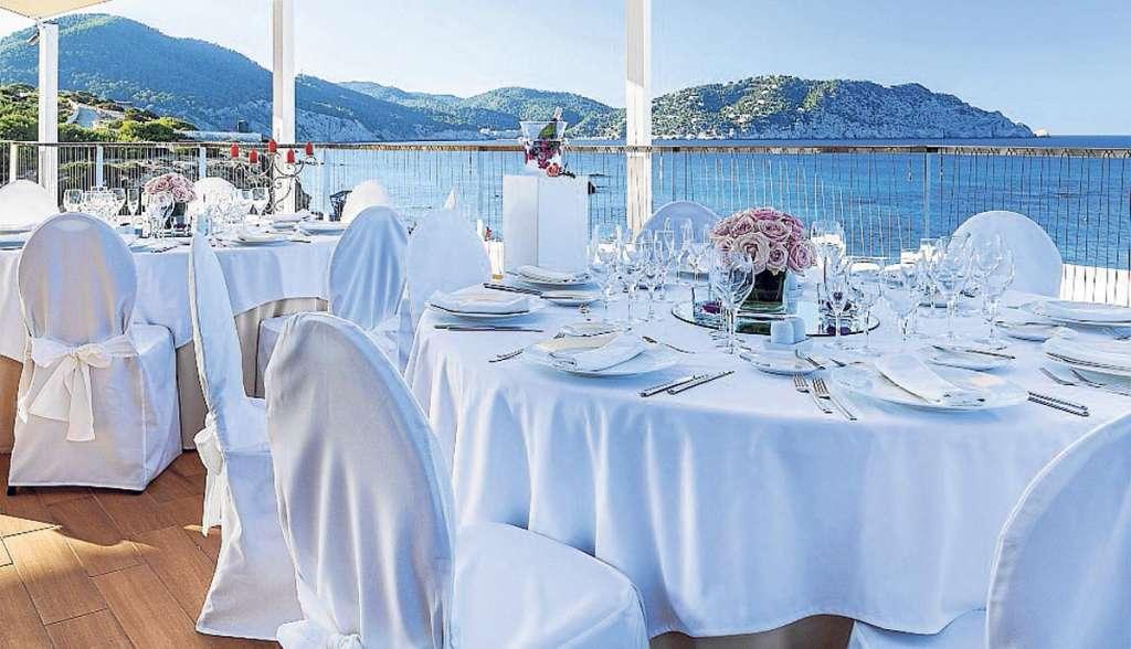 Invisa hoteles un sitio privilegiado junto al mar para un for Hoteles junto al mar
