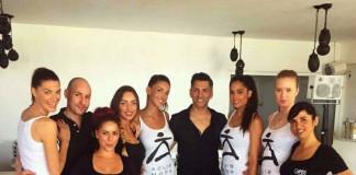 El equipo de profesionales de Perfumerías Clapés con varias de las modelos.